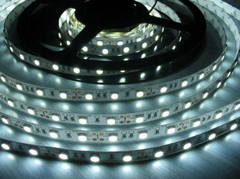 LED szalag HidegFehér beltéri 3528 60LED 4,8W 6500K 2 év garancia