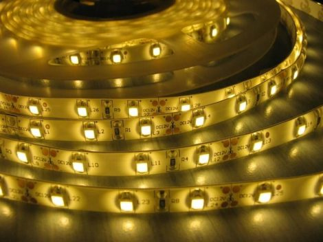 LED szalag MelegFehér kültéri 5050 60LED 17W 2700K IP65 2 év garancia